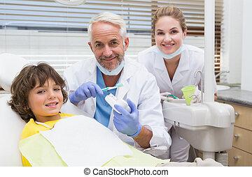 pediátrico, odontólogo, mostrando