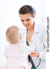 Pediatric doctor examine baby