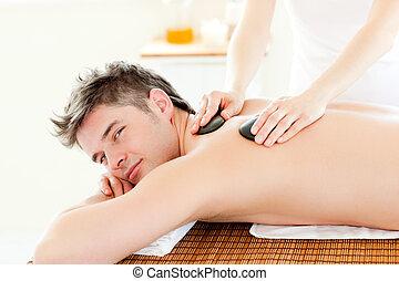 pedra, jovem, costas, charming, quentes, recebendo, massagem, homem