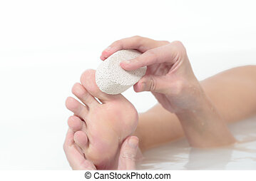 pedra, mulher, dela, púmice, pés, exfoliate, usando