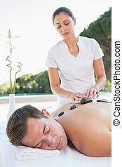 pedra, obtendo, quentes, poolside, homem, massagem, bonito