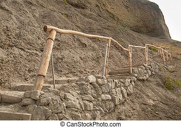 pedra, passos, com, madeira, corrimões, guiando, cima, para, a, topo, de, montanha