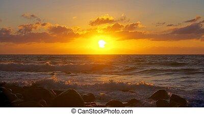 pedras, em, surfar, pôr do sol
