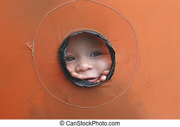 peek 7040 - girl looking out hole