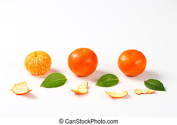 peeled and unpeeled clementines