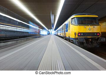 pegando, um, trem