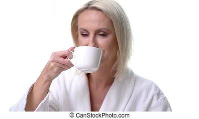 peignoir, café buvant, matin, blonds, femme, adulte