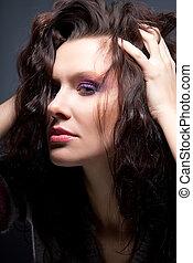 peinado, -, encantador, mujer joven, primer plano, retrato