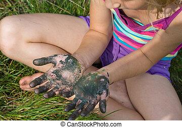 peint, petite fille, mains