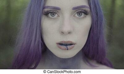 peinture bleue, lèvres, femme, elle