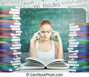 peinzend, vrouw met boeken