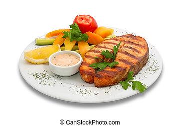 peixe grelhado, legumes, esturjão