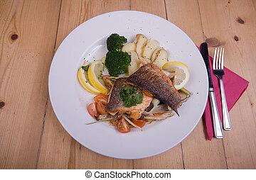 peixe, prato principal