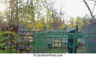 peler, abandonnés, graves., cemetery., sale, vieux, peinture, barrières, tordu