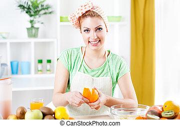peler, femme, jeune, oranges