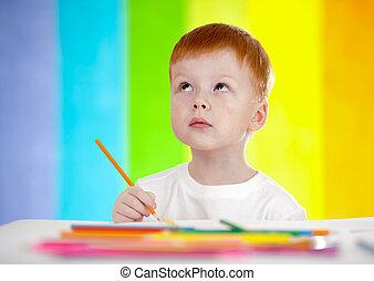 pelirrojo, adorable, niño, dibujo, con, lápiz amarillo, en, arco irirs, plano de fondo
