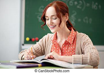 pelirrojo, sentado, corrección pruebas, tabla, profesor, ...