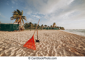 pelle, râteau, sable, plage., nettoyage, outils