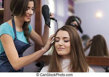pelo, secado, estilista, mujer