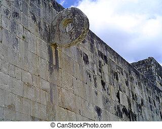 pelota chichen itza - ruins of pelota game in maya city...