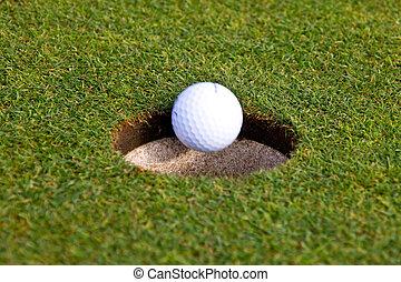 pelota de golf, es, entrar, un, agujero