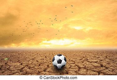 pelota del fútbol, en, seco, tierra, ocaso