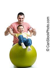 pelota, gimnástico, padre, hijo, diversión, teniendo, niño