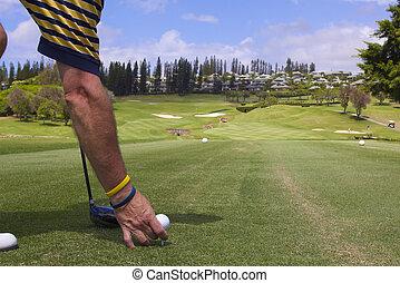 pelota, teeing arriba, golfista, el suyo