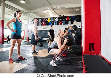 pelotas, lanzamiento, clientes, entrenadores, mirar, pared,...
