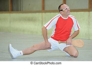 pelote basque player stretching