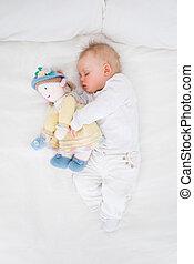 peluche, quoique, poupée bébé, embrasser, dormir