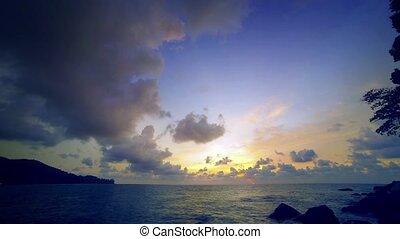 pelucheux, nuages, coucher soleil, timelapse