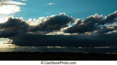 pelucheux, nuages, soir, pendant, ciel coucher soleil, en mouvement, timelaps, pré
