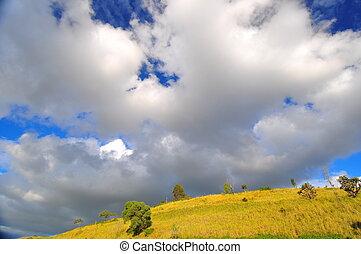 pelucheux, nuages, sur, colline