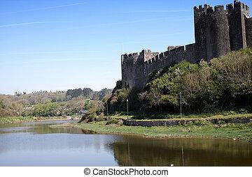 pembroke, castello
