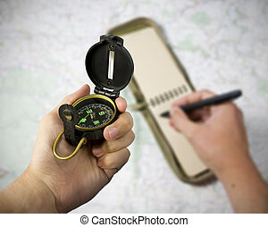 pen, aantekenboekje, kompas