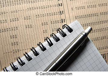 pen en, aantekenboekje, het leggen, op, krant, met, financieel, data.