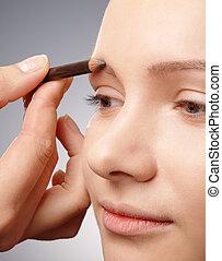 Penciling eyebrow for young girl
