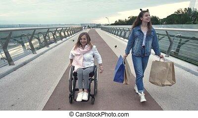 pendant, achats, handicapé, maman, girl, après, promenade