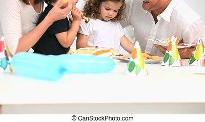 pendant, anniversaire, famille, heureux