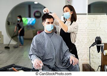 pendant, cheveux, masque, coupure, client, professionnel, coiffeur