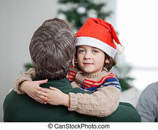 pendant, fils, père noël, embrasser