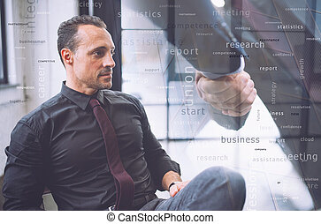pendant, montres, vision., poignée main, associé, loin, homme affaires, avenir, confiant, meeting., voile de surface, il