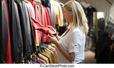 pendant, veste, cuir, girl, nouveau, achats, regarder