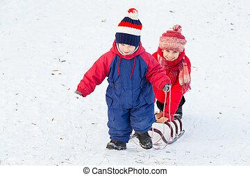 pendio, camminare, bambini, due, slitta, neve, felice