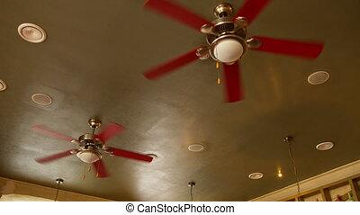 pendre, mouvement, plafond, café, plusieurs, ventilateurs, ...