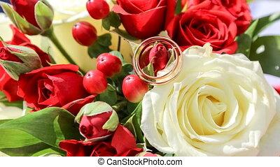 pendre, (wedding, lent, motion., mariage, deux, anneaux, rose rouge, bouquet), fleur