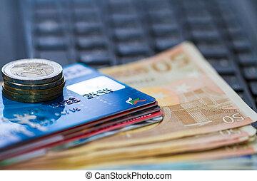pengar, och, creit, kort, på, tangentbord