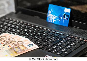 pengar, och, kreditkort, på, tangentbord
