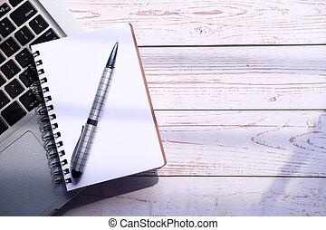 penna, blocco note, spazio, laptop aperto, copia